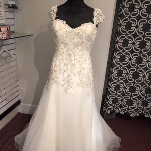 Size 18 Ivory bridal gown